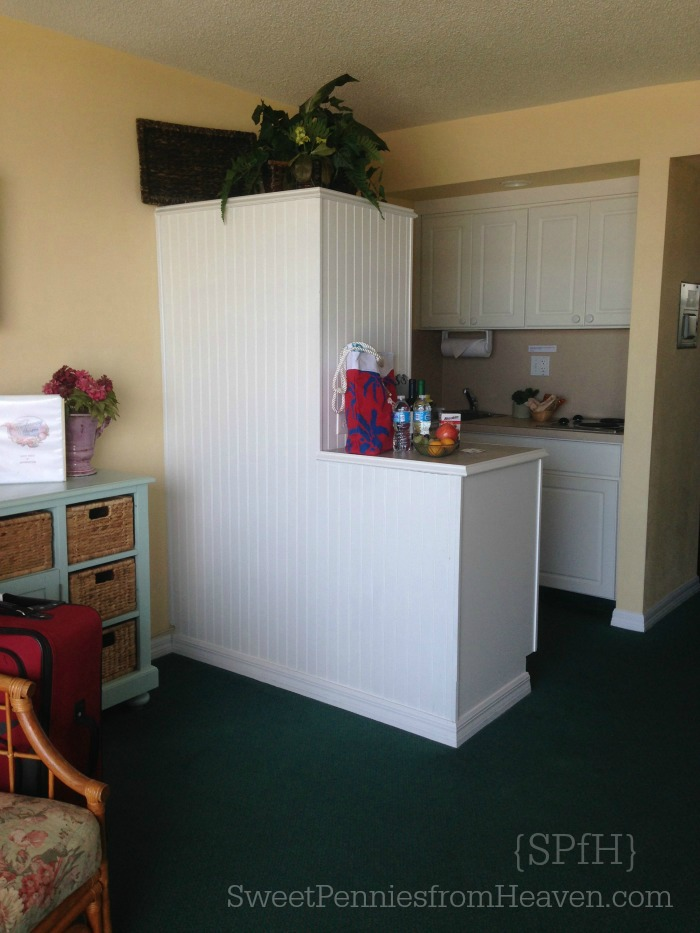 tuckaway-shores-kitchenette