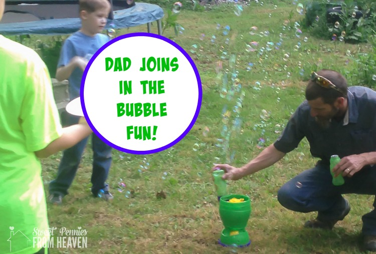 daddy-filling-up-bubble-machine