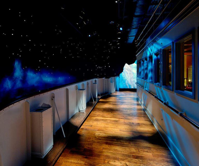 titanic-in-pigeon-forge-iceburg