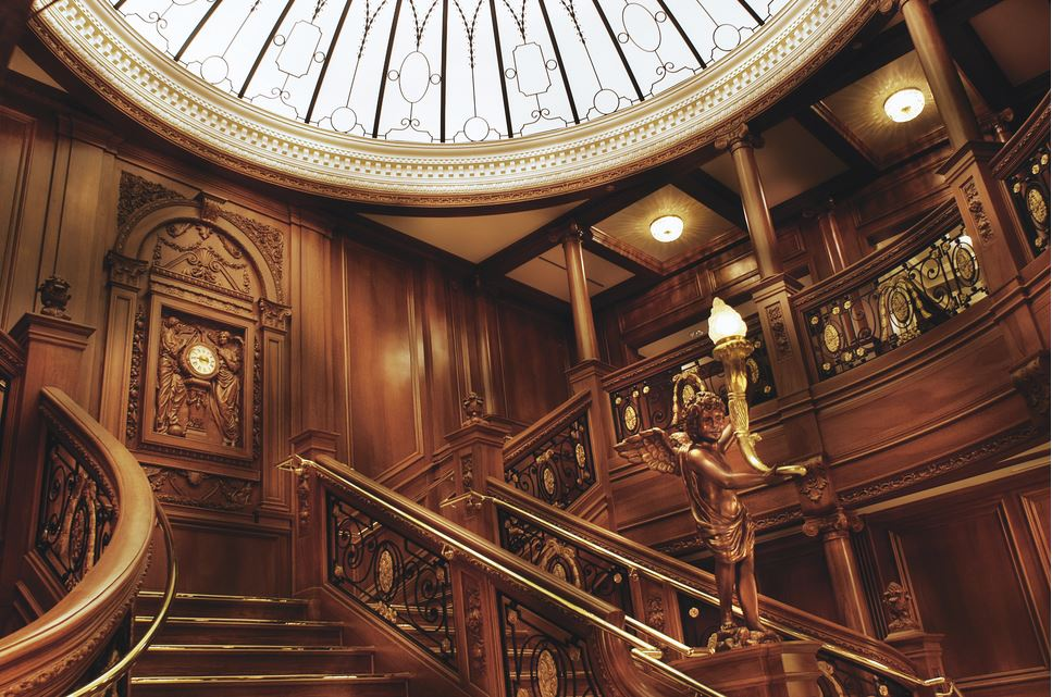 titanic-museum-in-pigeon-forge-grand-staircase